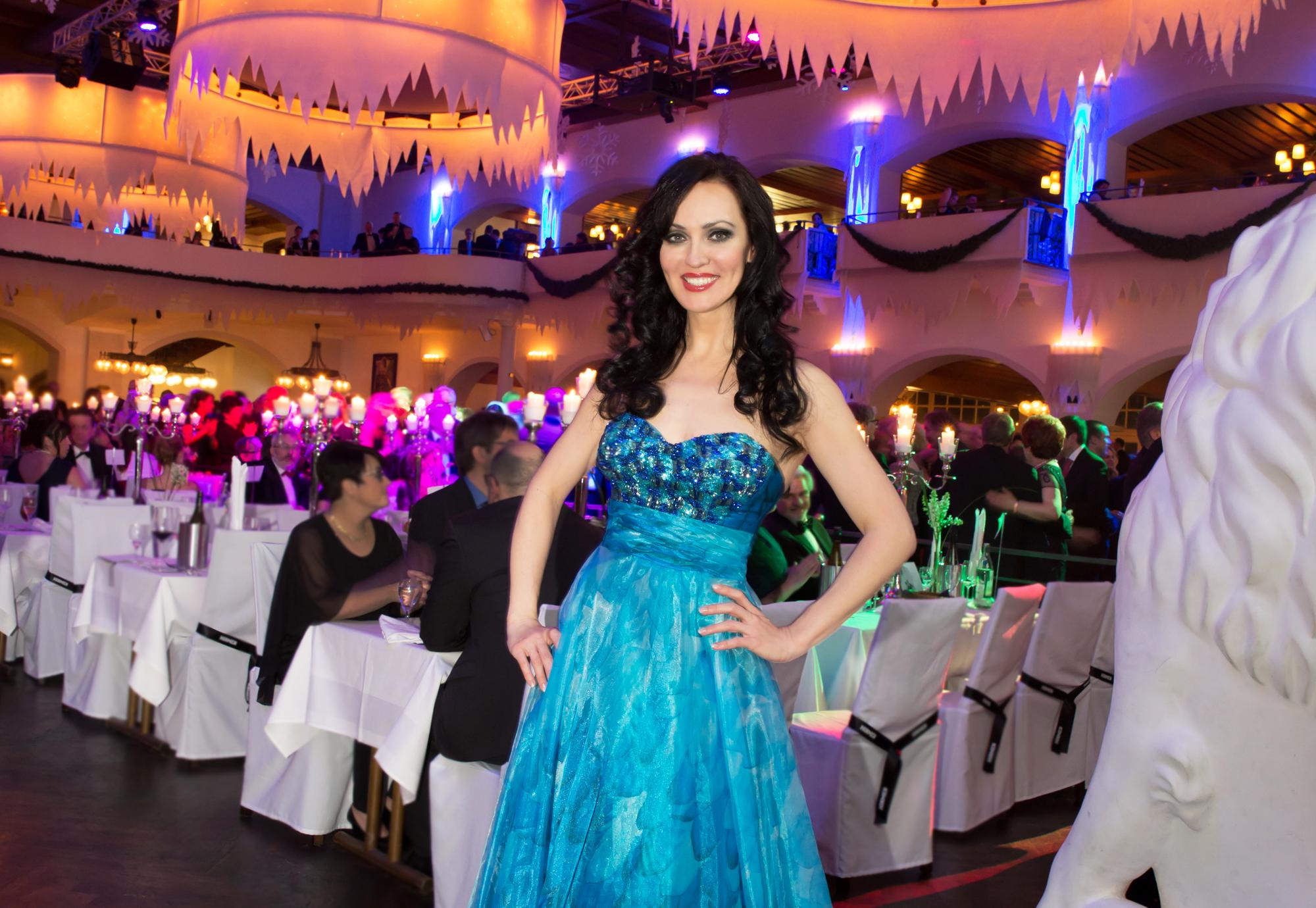 Sängerin Viktoria Lein aus München ist ein Highlight für ihre Veranstaltung. Sie hat eine große Erfahrung bei Firmenevents, Firmenfeiern, Galas, Partys, Jubiläum, Messen, Weihnachtsfeier, Silvesterfeier, Geburtstagsparty, Firmenjubiläum.
